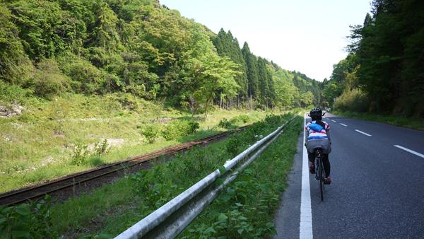 線路沿いをサイクリング。養老渓谷まであと少し♪
