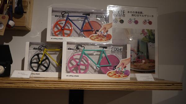 クラシカ1階に売っていました!自転車のピザを切るやつ