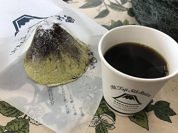 富士山の五合目で買えるメロンパン!