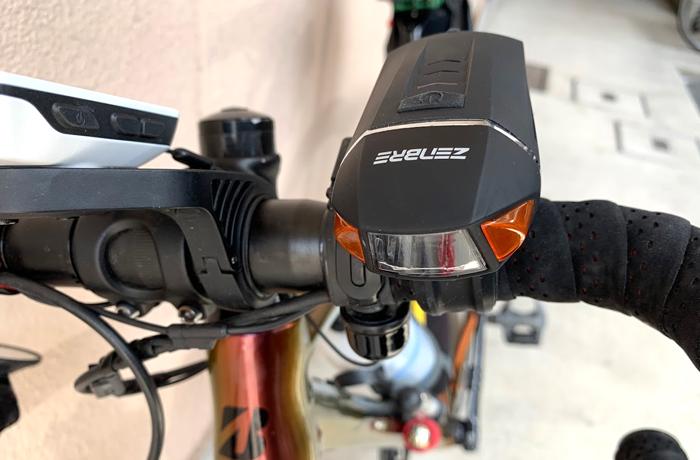 <PR>【四コマ漫画】盗難防止用ブザーも付いてるリモコン式防水ライト&テールライト付き!ZENBRE Vanite5リモコン式 自転車ヘッドライトIPX6の使い心地レビュー☆